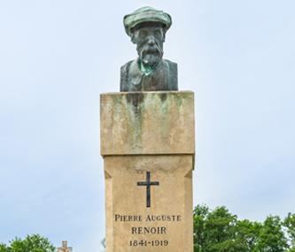 Tombe de Renoir au cimetière d'Essoyes, @ Sylvain Bordier. Madame Renoir repose derrière son mari aux côtés de sa mère, son fils Claude et son petit-fils Claude junior, fils de Pierre.
