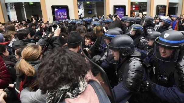 Charge policière Gare Saint-Lazare le 12 avril