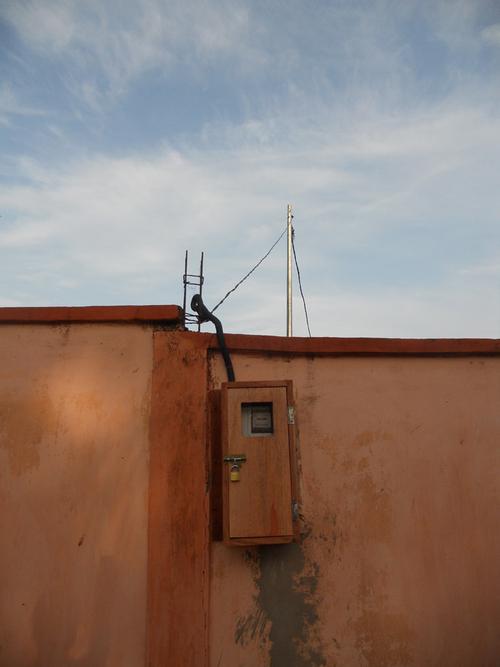 L'électricité installée à l'orphelinat!