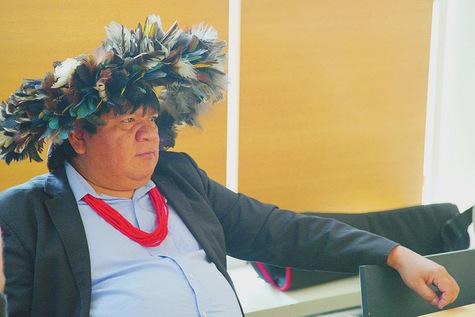 En Amazonie, l'arc et le smartphone