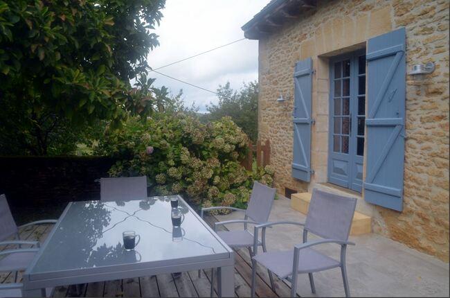 Vacances périgourdines avec Linette et André : le gîte et le petit village de Saint-Geniès