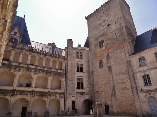 Le çâteau de la Roçefoucauld en Zarente (photos)