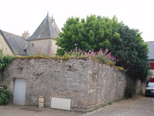 Piriac, murs, portes et fenetres au mois de mai