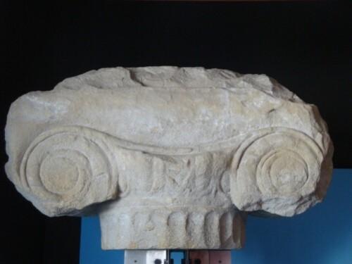 Chapiteau ionique du pronaos du Temple d'Athéna