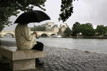 LA SEINE A RENCONTRE PARIS.....
