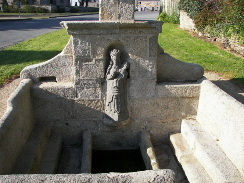 Plouzévédé, fontaine Notre-Dame de Berven