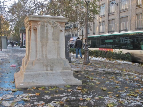 Fourier-socle-vide-place-Clichy-6.jpg