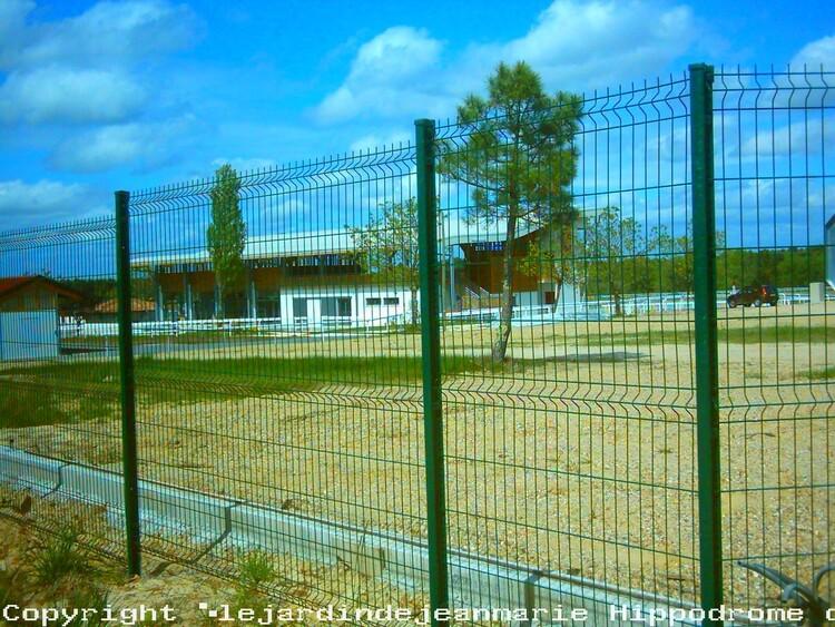 Hippodrome de La Bidane Langon (33210) Aménager les quais a langon de grandes étendues de verdure (pelouse) où l'on pourrait se détendre,