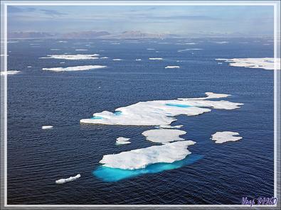 Les vestiges de la banquise offrent un superbe spectacle en formes et en couleurs - Mer de Baffin