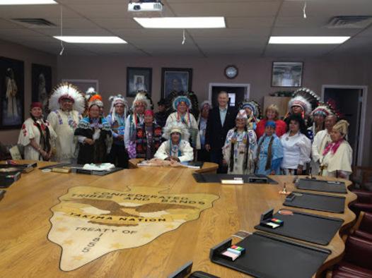 Un conseil de chefs Autochtones Américains a ....