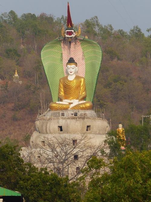 la forêt aux Bouddhas à Khatakan Taung