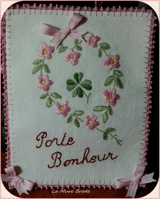 Une carte en broderie traditionnelle
