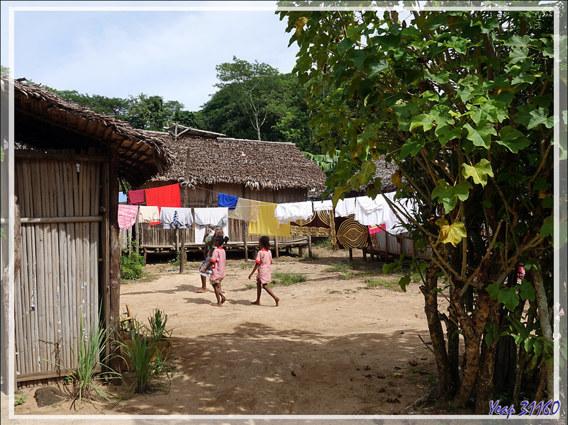 Promenade dans Antanambe, le village voisin du Sakatia Lodge - Nosy Sakatia - Madagascar