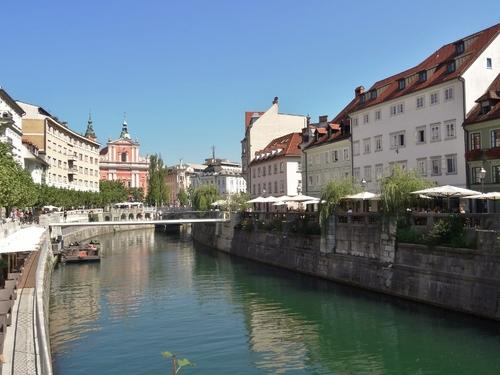 Le long du canal à Ljubljana en Slovénie (photos)