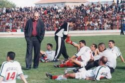 Saâdi Noureddine l'Entraîneur Champion de la D2 avec le MCA en 2003