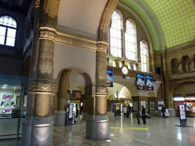 Gare de Metz Hall Départ - 29 05 10 - 15