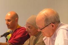 Lama Jigmé Thrinlé Gyatso, Soeur Samuel Noguet Debat et Dennis Gira au colloque chrétiens-bouddhistes de 2015, CTM et Drukpa Grenboble.