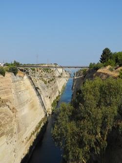 Le passage du canal de Corinthe