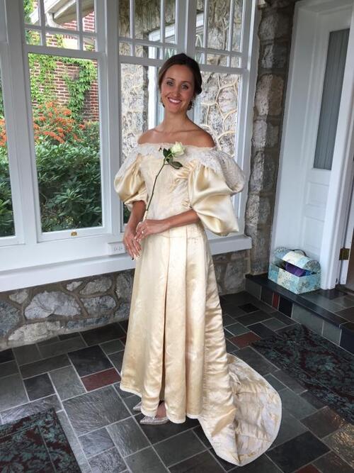 Elle a porté une robe de mariage vieille de 120 ans.