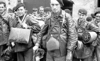 Soldats français prisonniers à Brest chasseur alpins au château de Brest (Dépêche 5 juillet 40)