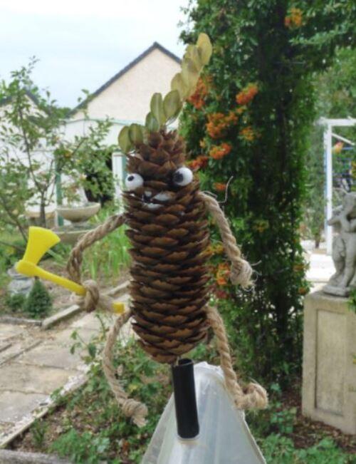 Ti-Pin veille sur l'hôtel à insectes
