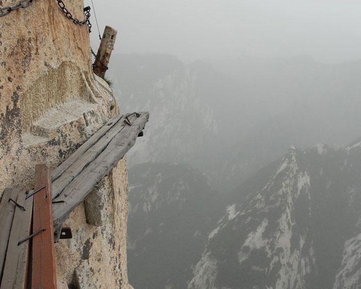 Chine sentier à flanc de falaise à Huashan