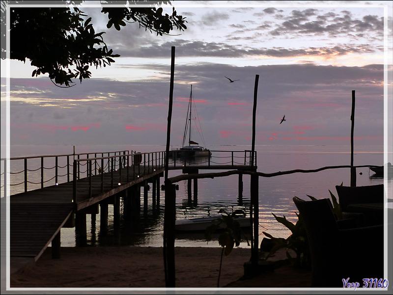 Cocktail au coucher de soleil - Baie d'Avea - Huahine - Polynésie française