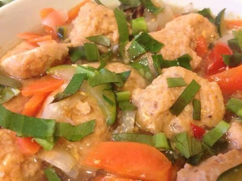 PHÓ BÒ - Soupe de nouilles de riz au boeuf, bouillon épicé & herbes fraîches