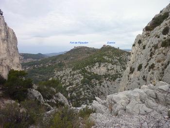 Vue vers le Nord,le village d'Evenos et le Fort de Pipaudon