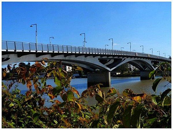 pont-sengor-avec-les-lanpadaires1.jpg