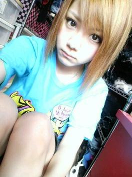 Nouvelle coupe de cheveux de Reina Tanaka