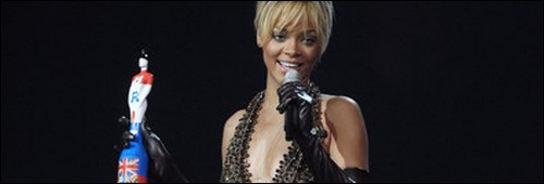 "Rihanna remporte l'award de ""L'artiste Solo International"""