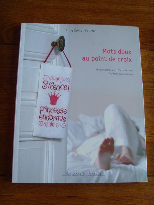 """""""Sal 2013"""" de Maryse, pliage et deux livres ...."""