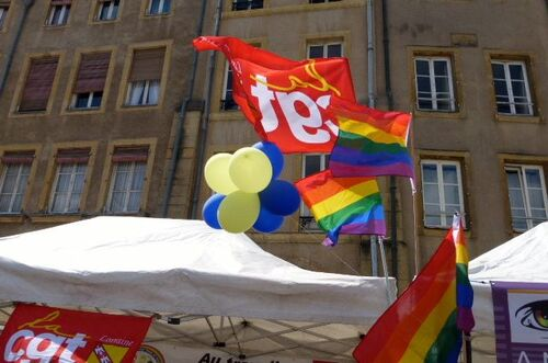Gay pride dans les rues commerçantes de Metz