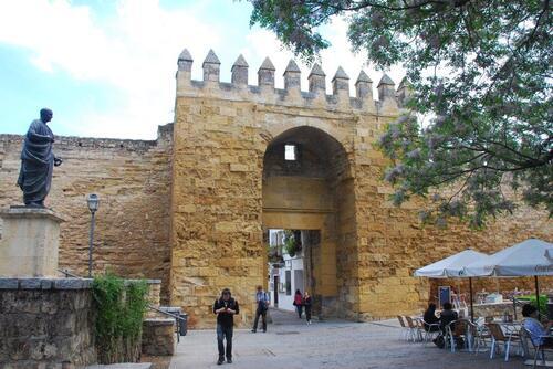 Porte Almadovar