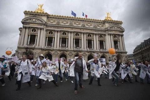 Sanofi : plus de 1300 salariés dans les rues de Paris