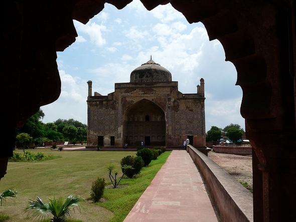 Chini-ki-Rauza, le mausolée de faïence à Agra;