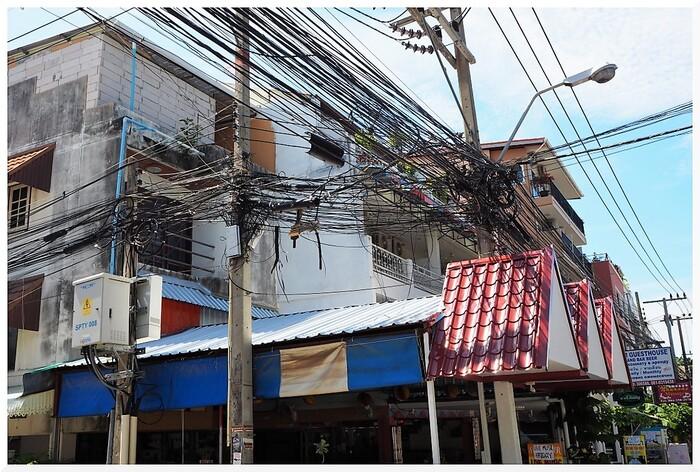 Thaïlande. Les câbles à Jomtien.