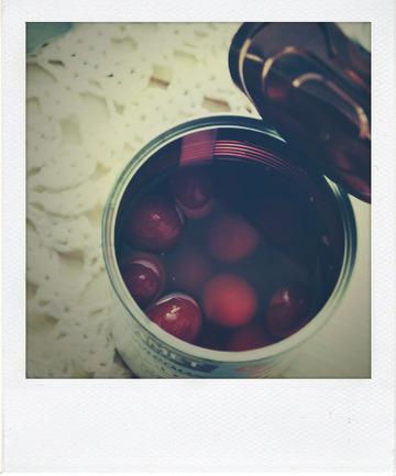 Entremet aux cerises et son feuilleté au chocolat blanc