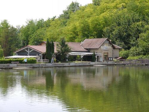 A l'étang gourmand et sa grance terrasse