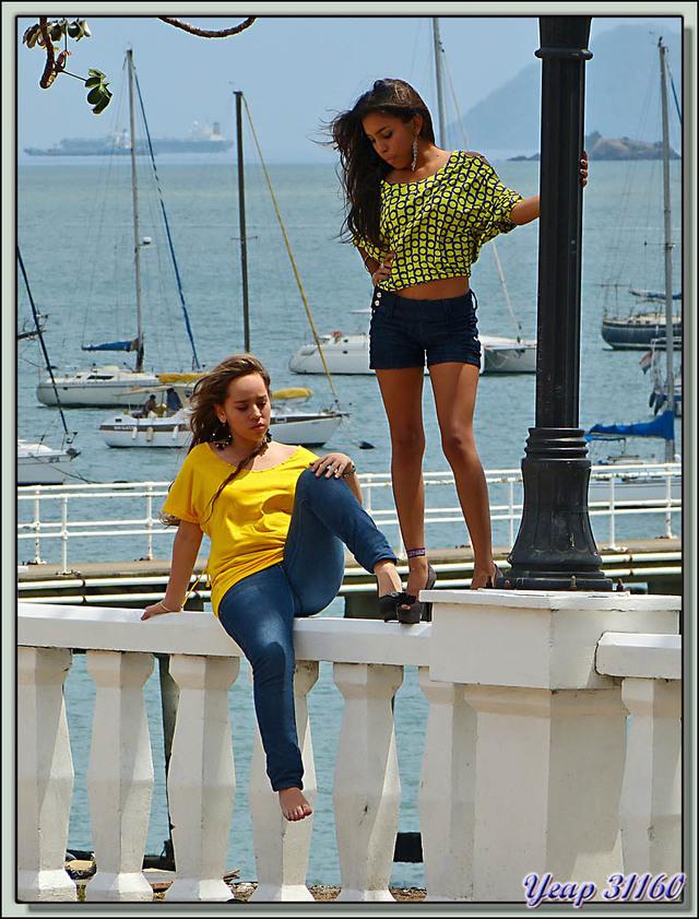 Blog de images-du-pays-des-ours : Images du Pays des Ours (et d'ailleurs ...), En fait ces demoiselles étaient là pour faire des photos pour un quelconque magazine - Panama City