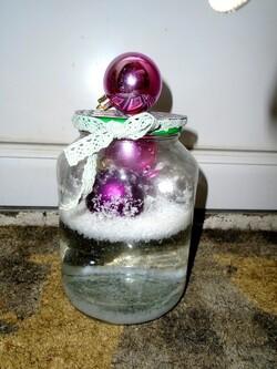 Narcisse  prépare les décos de Noël