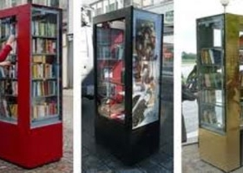 Public-Bookshelves