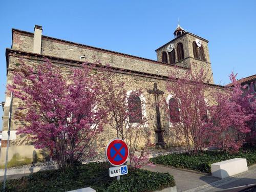 Vers la Tour et l'église de Grigny dans le Rhône