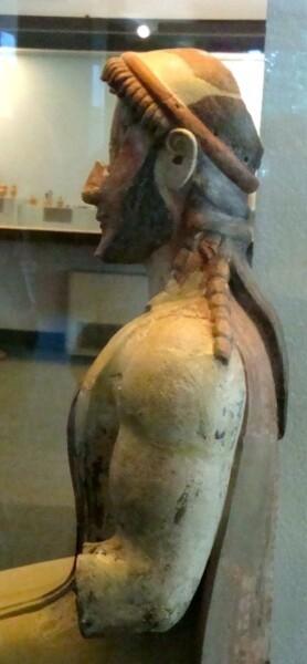 Paestum, statue en terre cuite provenant du sanctuaire mér