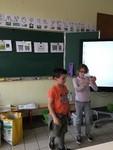 Les CE1 B apprennent les bons gestes pour trier les déchets