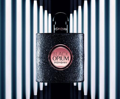 un échantillon gratuit du nouveau parfum YSL Black Opium ça vous tente?