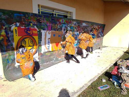 stage graff avec les jeunes du pays de l'or Mauguio (34) Réalisation d'une oeuvre collective sur le mur exterieur de la piscine de la commune, prétexte à des apports pédagogique. Février 2018s.