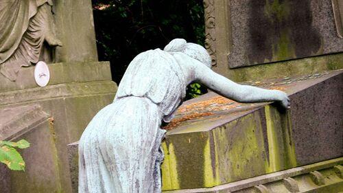 Il meurt du covid à Woluwe. Taxe funéraire de 213 euros