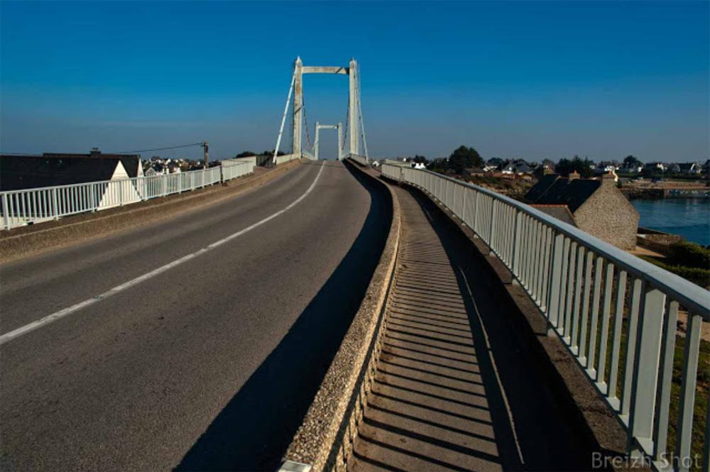 Pont Lorois - le pont à haubans côté Plouhinec